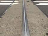 公路混凝土路面超压开裂怎么处理?
